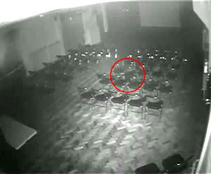 Chaise qui bouge seule Théâtre Brookside