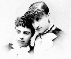 Violet et sa sœur Lillian