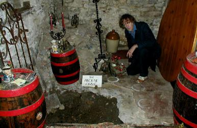 David Farrant près de l'Ancienne Tombe