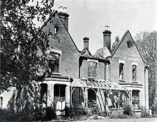 Le presbytère peu après l'incendie