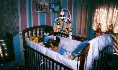 Apparition de la poupée dans le berceau de Taylor