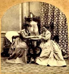 Femmes jouant au Ouija