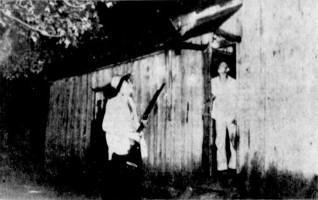 Lucky et Billy Ray devant la Maison