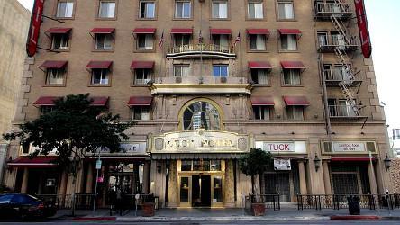 Le Cecil Hotel