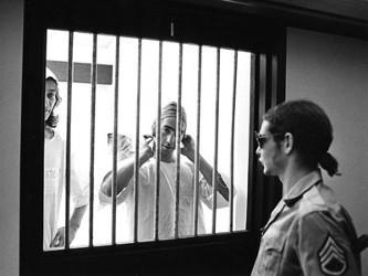 Prisonniers dans leur Cellule