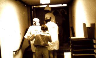 Transfert des Prisonniers dans la Salle de Stockage