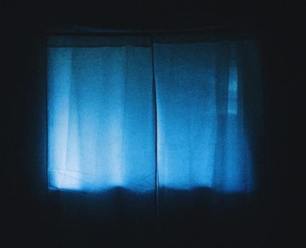 Fenêtre Rideau Bleu