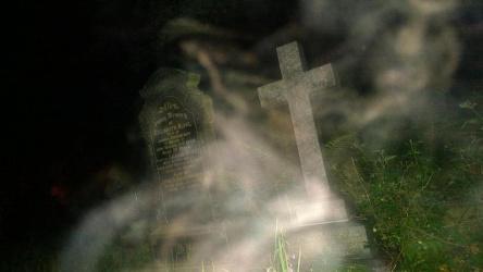 Apparition dans un Cimetière